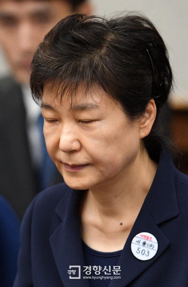 법정 선 박근혜-최순실-신동빈