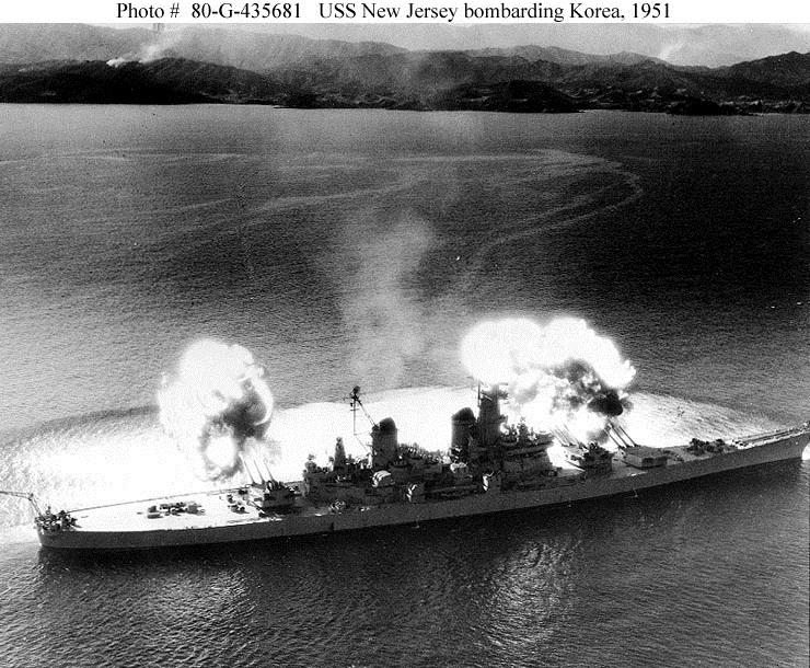 한국 6.25 전쟁 당시 미 해군 전함 뉴저지의 북한 원...