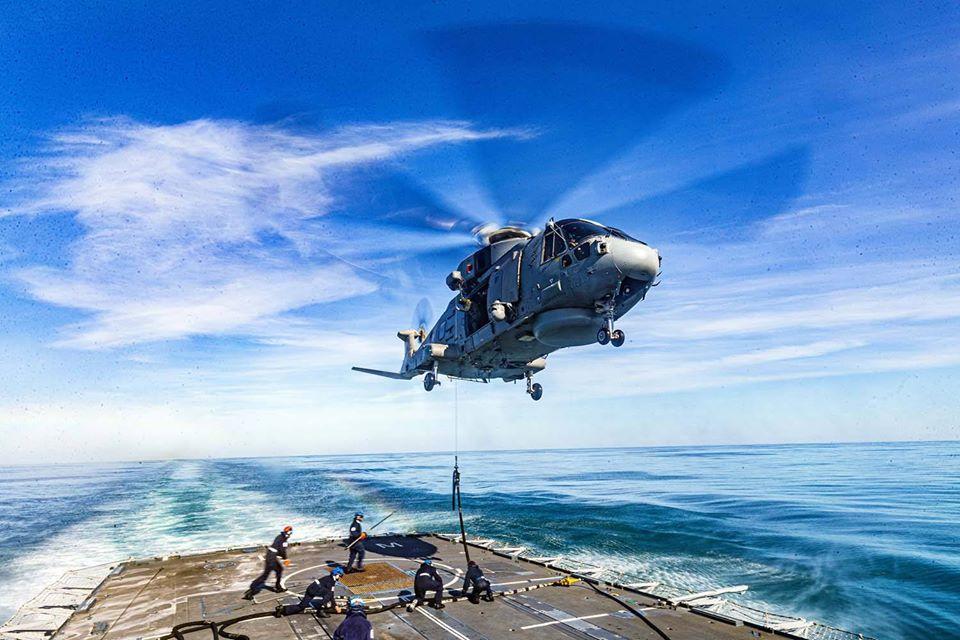 영국해군의 헬기보급 훈련