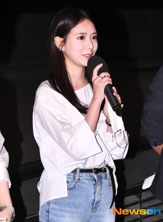 김다예 '무대인사, 표정부터 돋보여요'